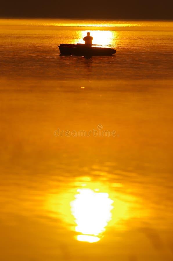 Pescador e por do sol fotografia de stock royalty free