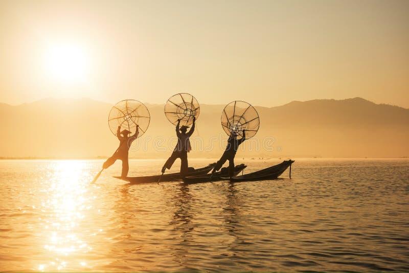 Pescador en el lago Inle fotografía de archivo