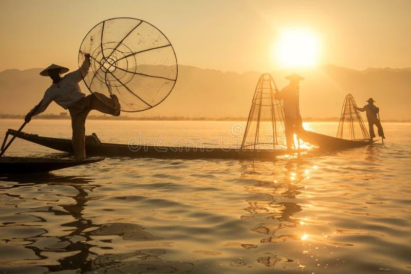 Pescador en el lago Inle fotografía de archivo libre de regalías