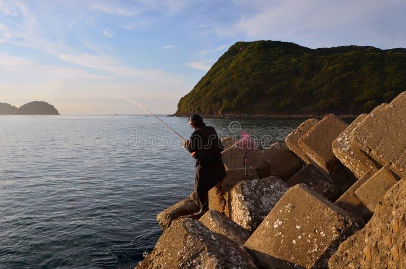 Pescador en el wakayama Japón foto de archivo
