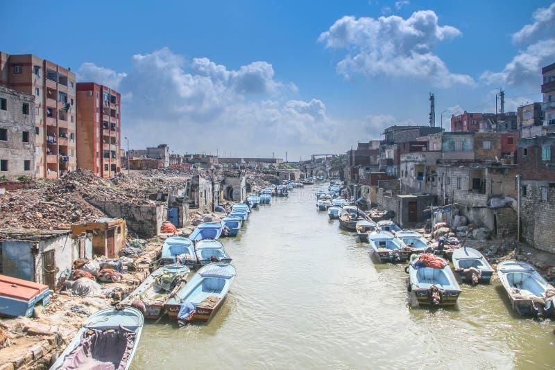 pescador máximo de Alexandría Egipto del barco bilding foto de archivo libre de regalías