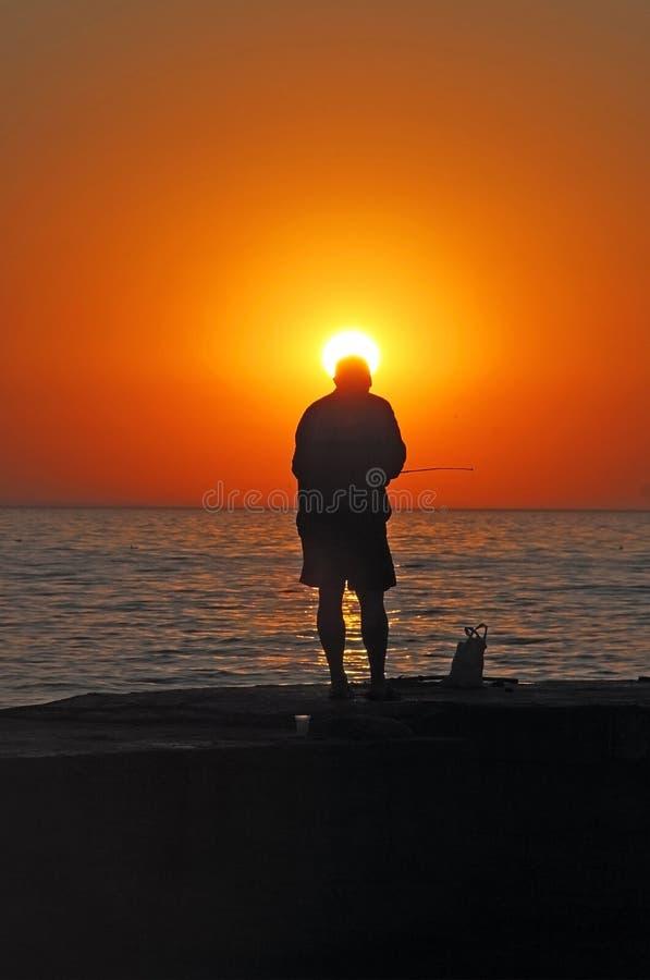 Pescador no amanhecer imagem de stock