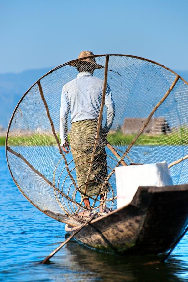 Pescador no lago do inle, Myanmar. foto de stock