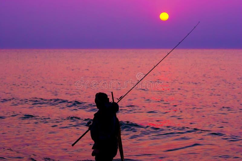 Download Pescador Pelo Mar No Por Do Sol Imagem de Stock - Imagem de dobrar, horizonte: 26508015