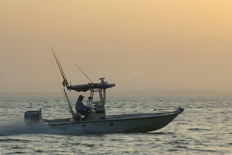 Pescador que apresura imagenes de archivo