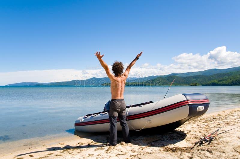 Pescador que disfruta imagen de archivo libre de regalías
