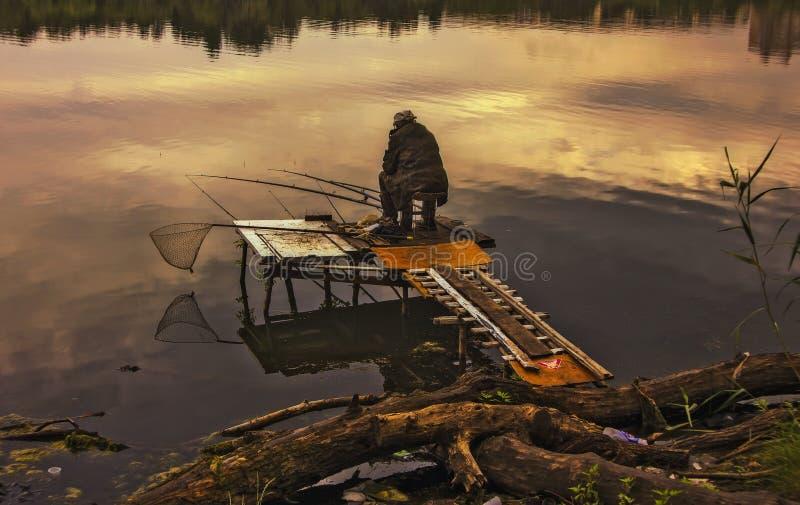 Pescador solo imagenes de archivo