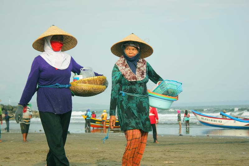 Pescador Wifes Talk Each outro imagens de stock