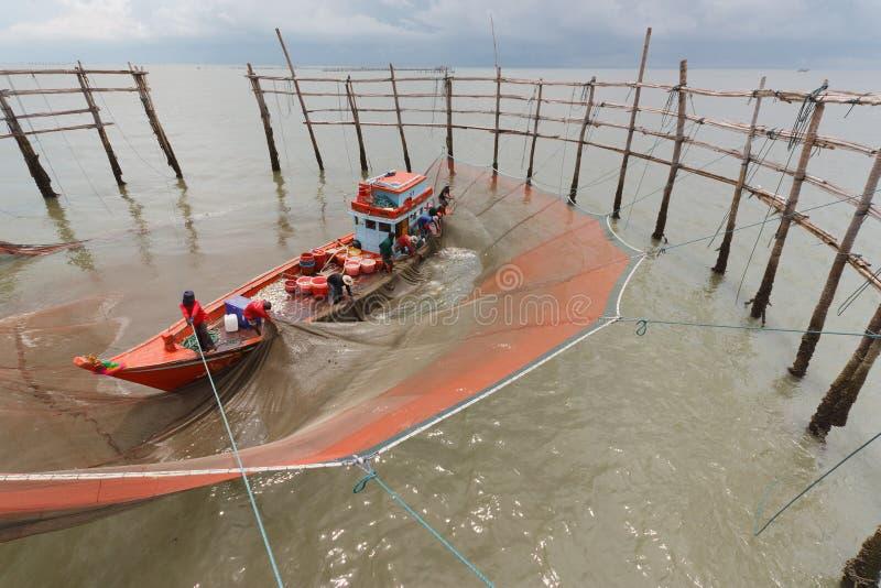Download Pescadores imagem de stock. Imagem de hanoi, tração, indochina - 26523297