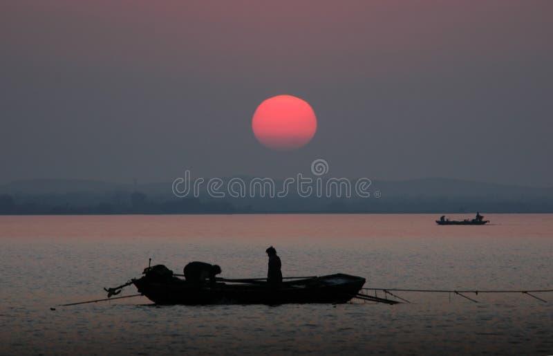 Pescadores del lago Hongze imagen de archivo libre de regalías
