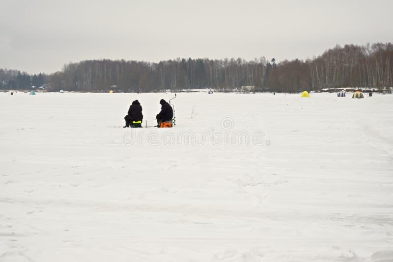 Pescadores do inverno imagem de stock