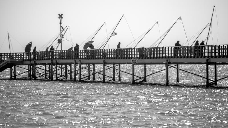 Pescadores en el muelle fotos de archivo libres de regalías