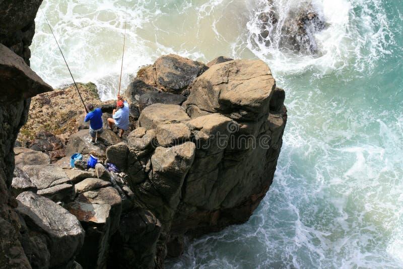 Pescadores en la roca - isla de Fraser fotografía de archivo
