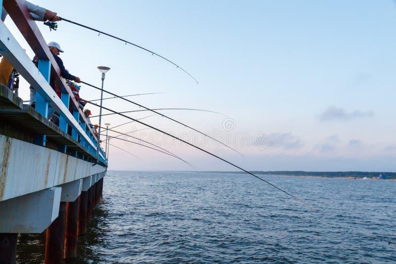 Pescadores en Palanga fotografía de archivo libre de regalías