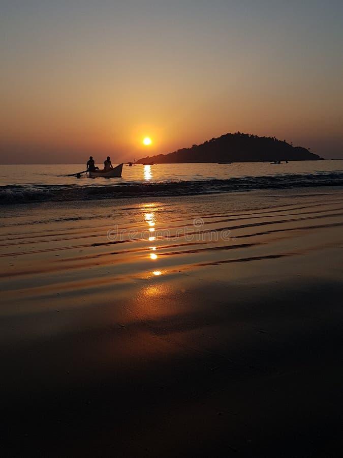 Download Pescadores Na Praia De Fumba Foto de Stock - Imagem de back, gasto: 107526864