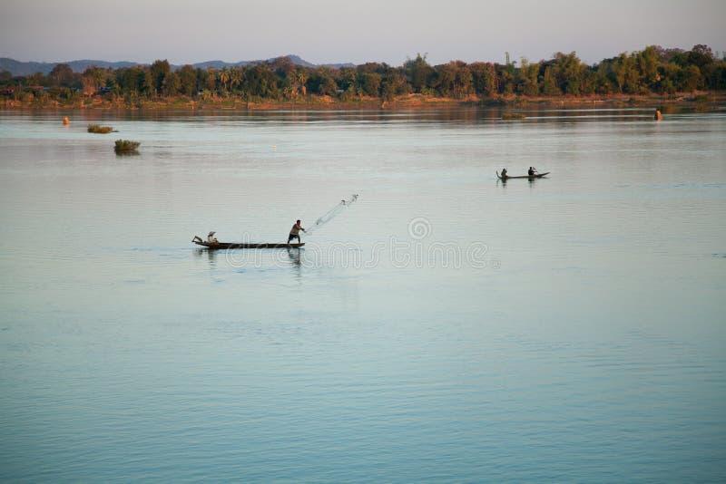 Pescadores no alvorecer, Mekong River imagem de stock
