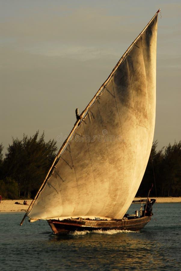 Pescadores no console de Zanzibar fotos de stock