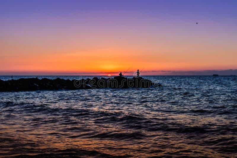 Pescadores no por do sol macio imagem de stock royalty free