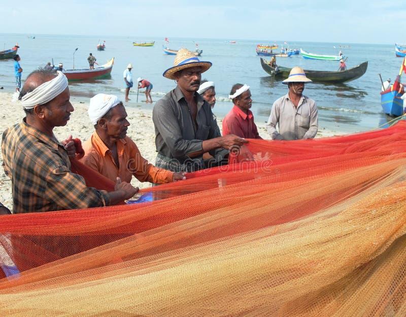 Pescadores, praia de Marari, Kerala India imagens de stock