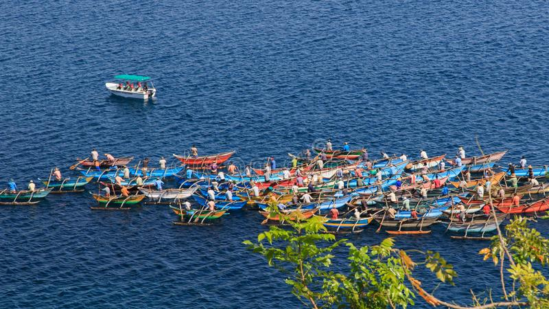 Pescadores y sus barcos - bahía trasera - Trincomalee - Sri Lanka imagen de archivo libre de regalías