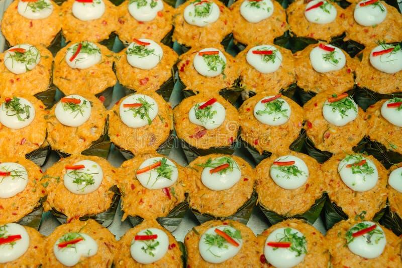 Pescados cocidos al vapor picantes con la goma roja u Hor Mok del curry fotos de archivo