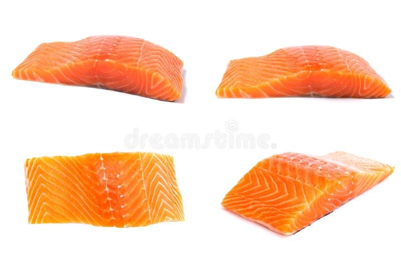 Pescados de color salmón crudos fijados aislados en el fondo blanco imagen de archivo libre de regalías