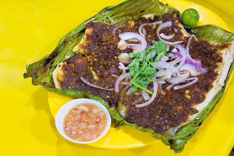 Pescados de la pastinaca con la salsa de chile de Sambal foto de archivo