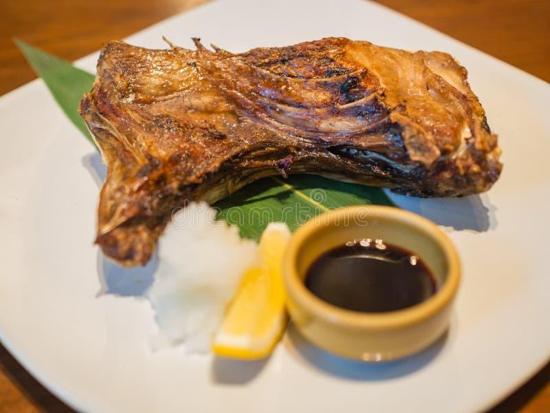 Pescados de rabo amarillo del cuello de la comida del japonés de Hamachi Kama foto de archivo