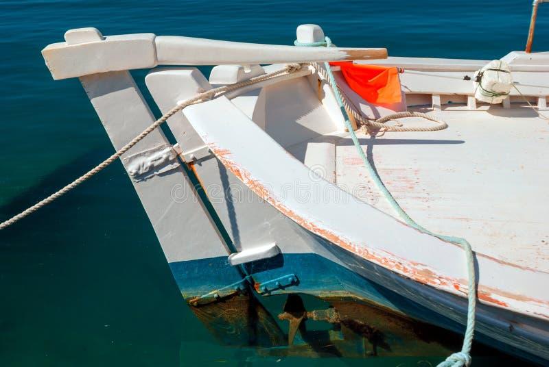 Download Pescados Frescos Con Las Verduras Y El Barco Tradicional En Egeo Imagen de archivo - Imagen de travieso, adobo: 42439715