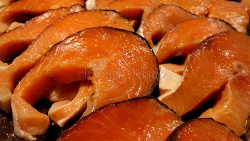 Pescados frescos de los salmones de la rebanada imagen de archivo libre de regalías