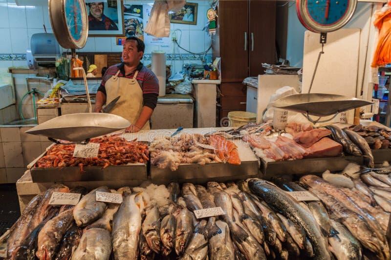 Pescados frescos y mariscos en la central de Mercado foto de archivo libre de regalías
