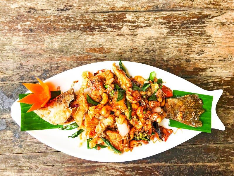 Pescados fritos con la salsa agridulce, comida hermosa foto de archivo