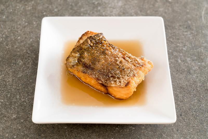Pescados fritos de los mordedores con la salsa de pescados fotos de archivo libres de regalías