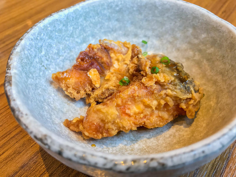 Pescados fritos en comida japonesa fotos de archivo