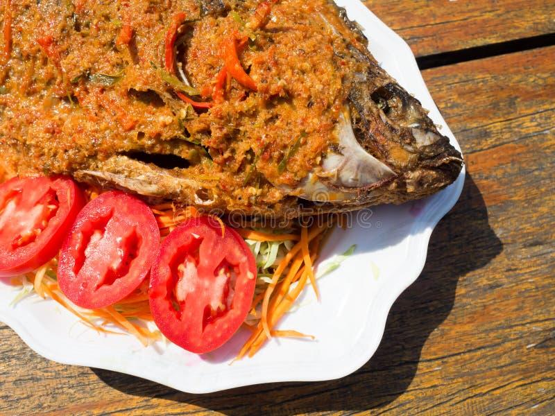 Pescados fritos picantes tailandeses imagen de archivo
