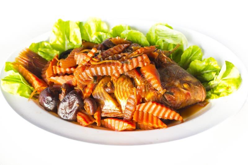 Pescados rojos guisados de la Tilapia con la sopa salada fotos de archivo libres de regalías