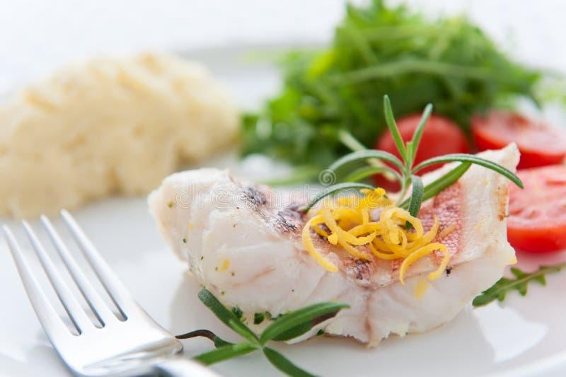 Pescados sabrosos de la carne asada fotografía de archivo