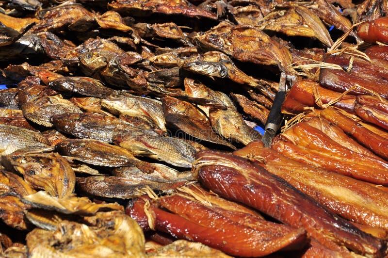 Pescados secados en el mercado fotografía de archivo