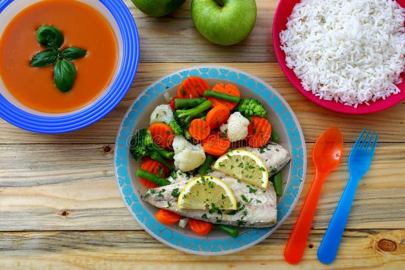 Pescados y arroz sanos de la crema de la sopa de la comida fotos de archivo