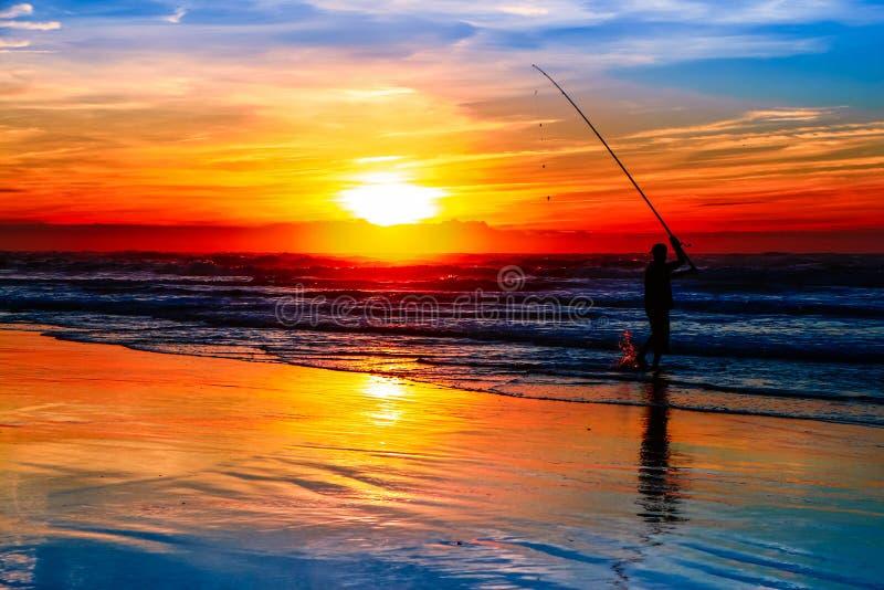 Pescando al tramonto immagine stock libera da diritti