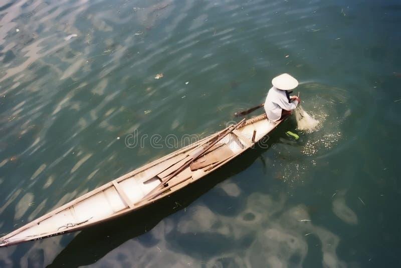 Pescando nel Vietnam fotografia stock
