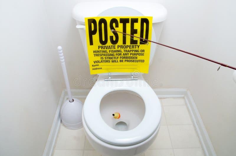Pescar assina dentro o toalete imagens de stock
