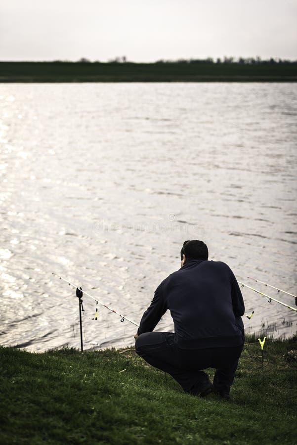 Download Pescatore Che Controlla La Sua Barretta Fotografia Stock - Immagine di rilassamento, aperto: 30826614