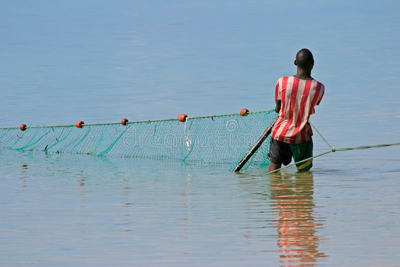 Download Pescatore del Mozambico immagine stock. Immagine di nave - 1668371