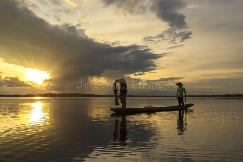 Pescatore dell'Asia due immagini stock