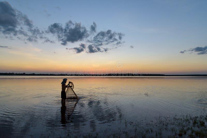 Pescatore della siluetta immagine stock libera da diritti