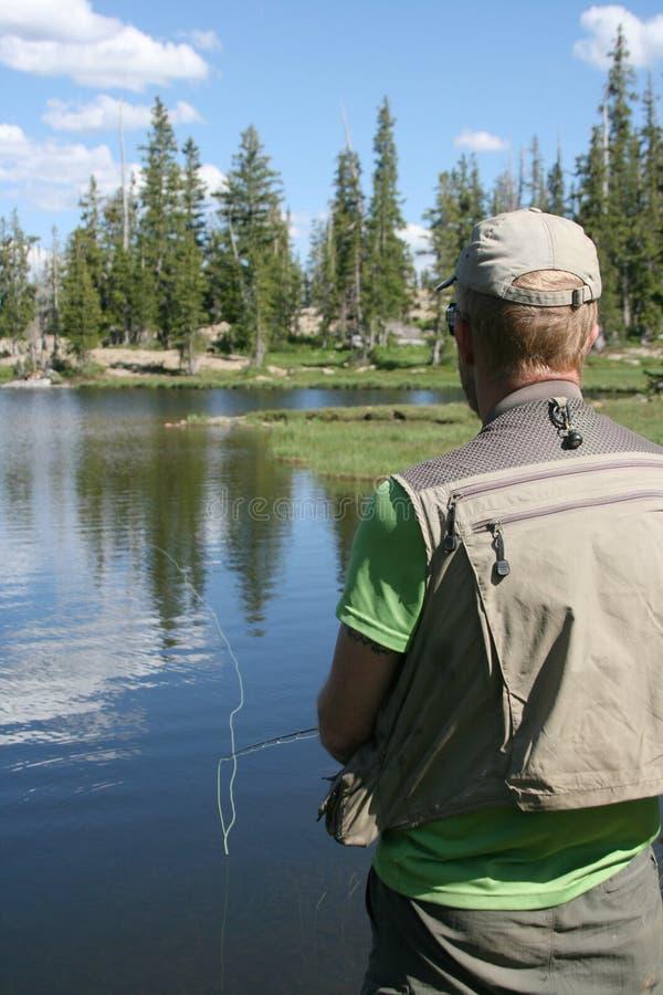 Pescatore e lago immagine stock