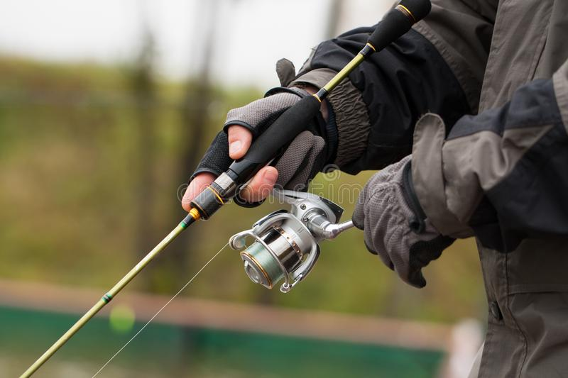 Pescatore With Fishing Rod In Competition For Fishing all'aperto fotografia stock