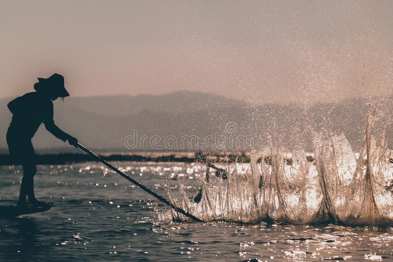 Pescatore in Myanmar immagine stock