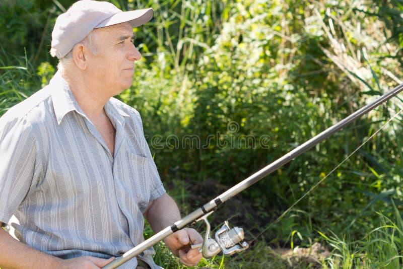 Pescatore senior contento fotografia stock